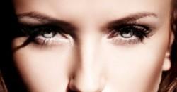 kolor oczu; operacja oczu; zmiana koloru oczu; teczówka;